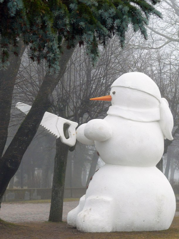 snowman_cutting_tree